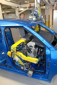 Dashboard installation (Roomster, Kvasiny plant) in one step (source: Škoda Auto)