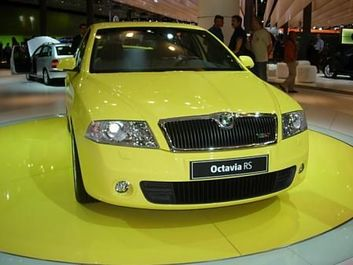 Octavia RS Sprint Yellow (Versenyt sárga) (source: Škoda Auto)