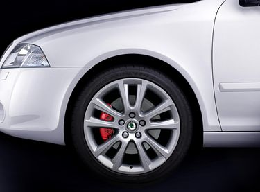 Octavia RS red brake calipers instead of green (source: Škoda Auto)