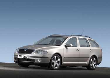 First official picture of Octavia 2 combi 11.08.2004. (source: �koda Auto)