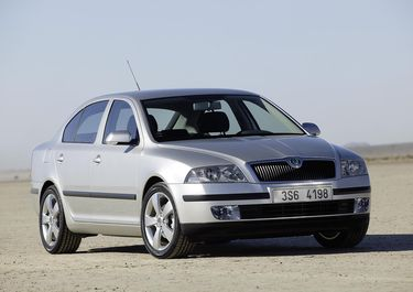 First official picture of Octavia 2 published 30.01.2004. (source: �koda Auto)